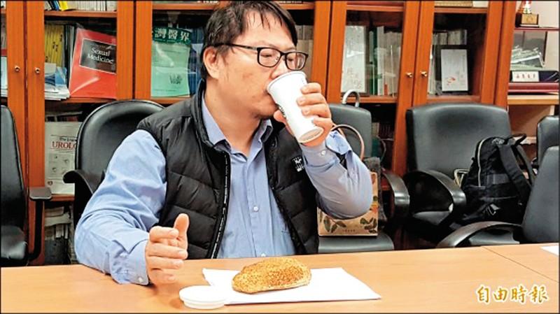 最近胃痛,還是分多餐進食好了。(本報資料照)