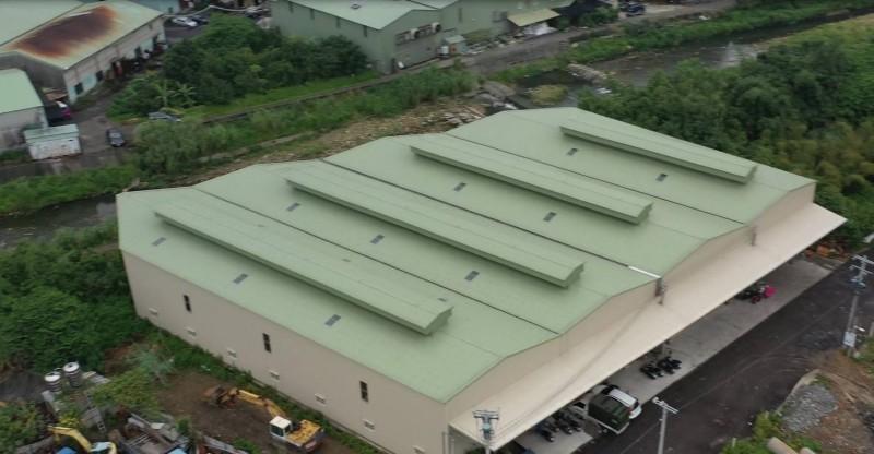 無人機助巡查違建 五股農地蓋大型鐵皮屋強拆