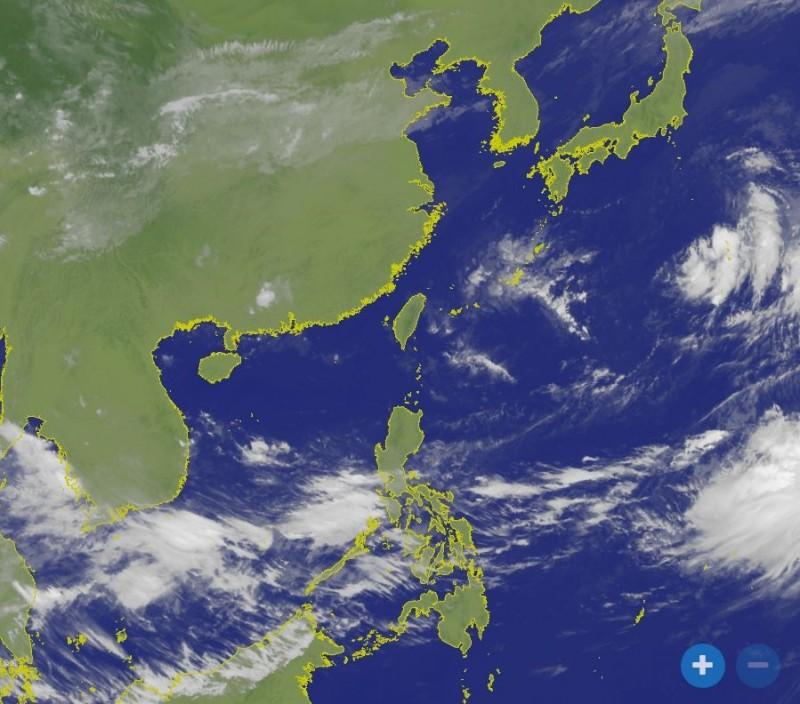 位在西太平洋上的3個低氣壓中心。(圖擷取自中央氣象局)
