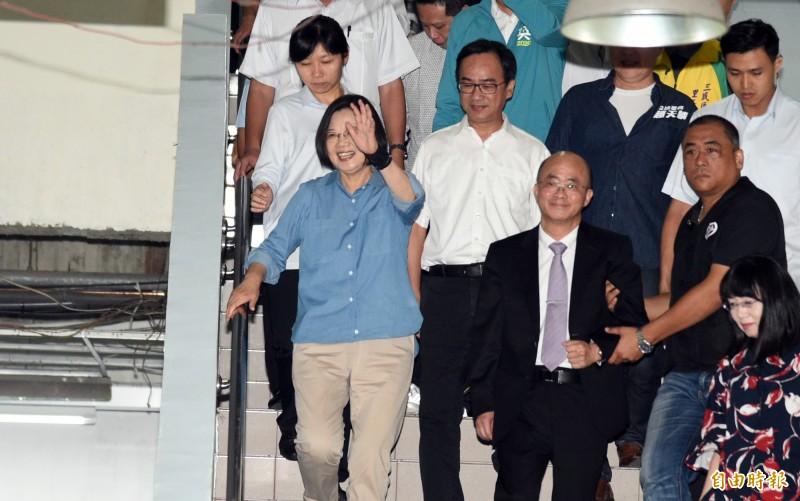 總統蔡英文今造訪高雄河堤社區福氣教會指出,長照2.0升級版讓台灣人不論住在哪個角落、都能受到政府照顧。(記者張忠義攝)