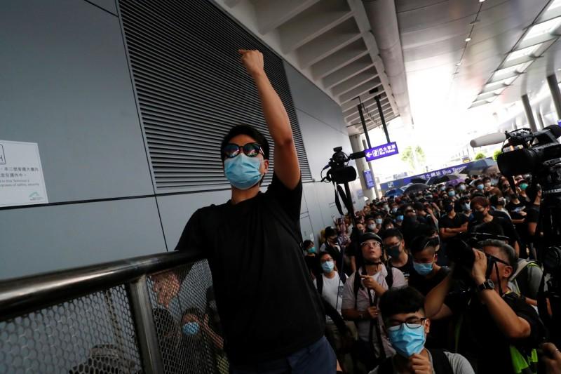 香港機場8月客運量下滑 深圳機場受惠