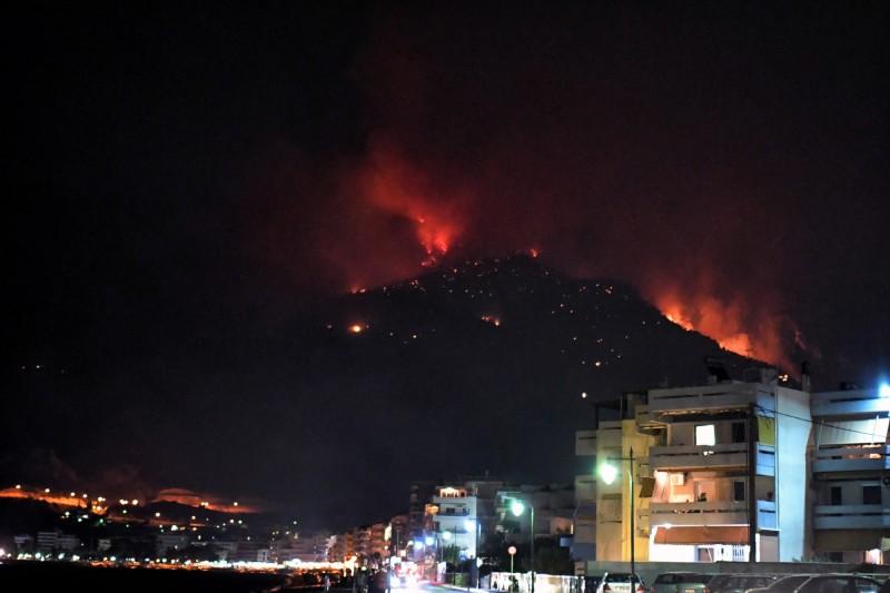 希臘官員表示,首都雅典附近的旅遊勝地發生森林大火。(歐新社)