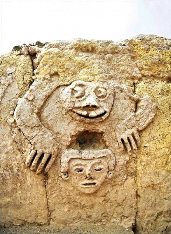 中英對照讀新聞》Archaeologists in Peru unearth ancient mural reflecting on the importance of water 秘魯考古學家挖出揭示水資源重要性的古壁畫