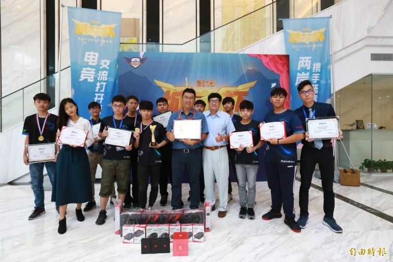 樹德龍戰隊獲2019海峽兩岸電競交流賽冠軍。(記者黃旭磊攝)