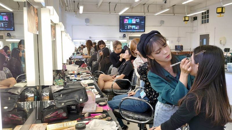 弘光學生在英國時尚學院進行短期研修。(弘光科大提供)