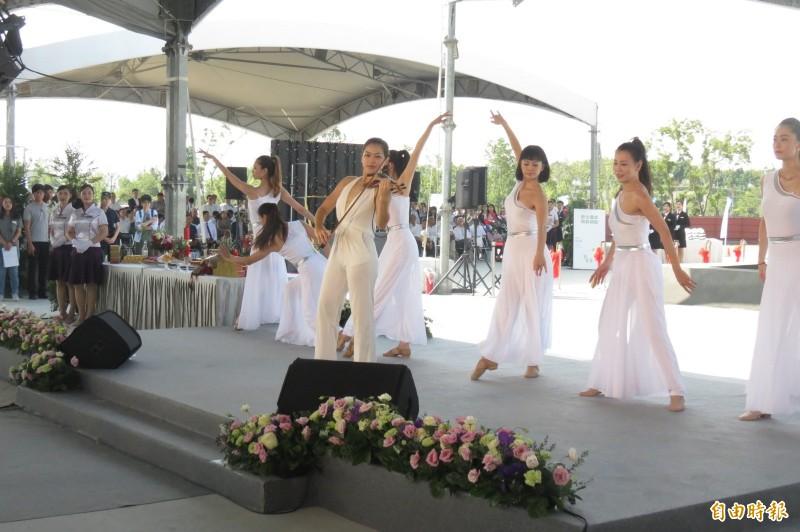 融合圖書館、美術館的「台中綠美圖」開工典禮,在音樂與舞蹈中開工。(記者蘇孟娟攝)