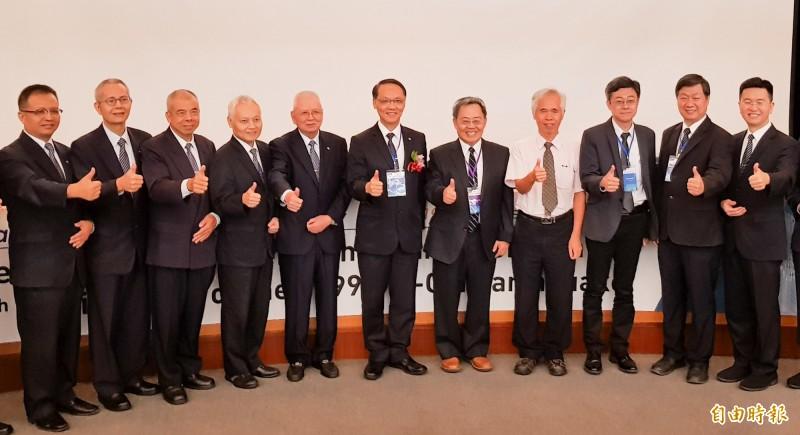 國研院國家地震工程研究中心今天在福華文教會館舉行921後台灣震災防治研討會,並回顧20年來的防救災成果。(記者簡惠茹攝)
