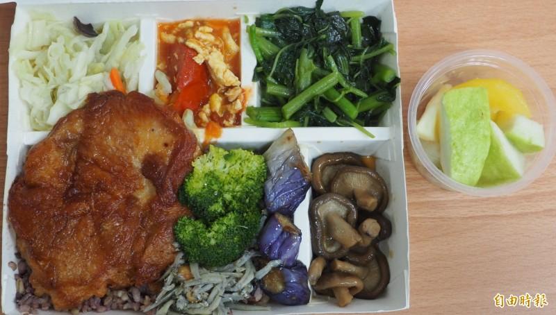 營養師廖美俞建議糖胖症患者,營養要均衡,最好能多吃幾份蔬。(記者陳鳳麗攝)