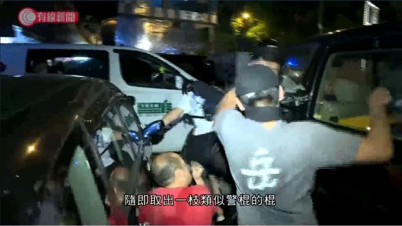 反送中》襲警放跑3人反遭逮 網讚「岳」男為「英雄」