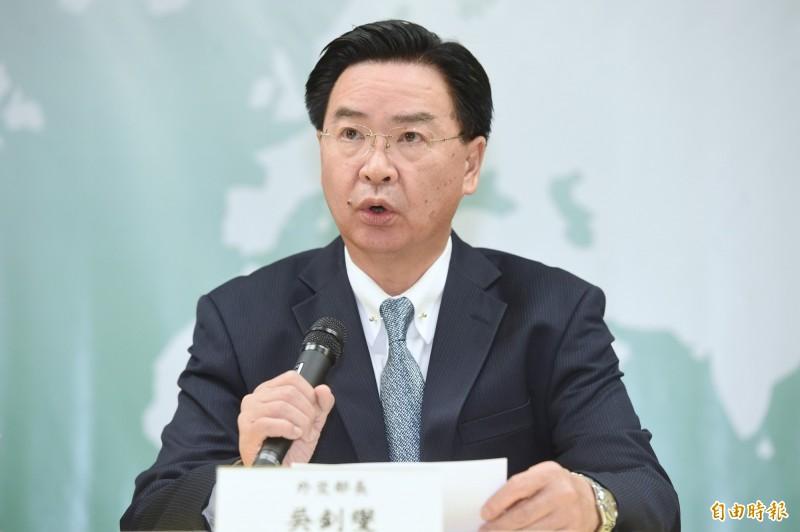 外交部長吳釗燮召開記者會宣布與索羅門斷交。(記者朱沛雄攝)