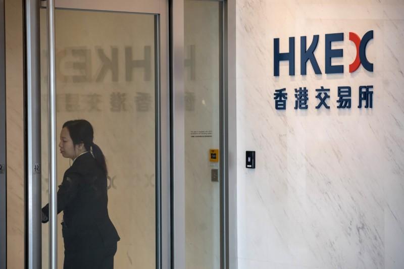 國際信評公司穆迪(Moody's)今日將香港評級展望由「穩定」調降至「負面」。(彭博)