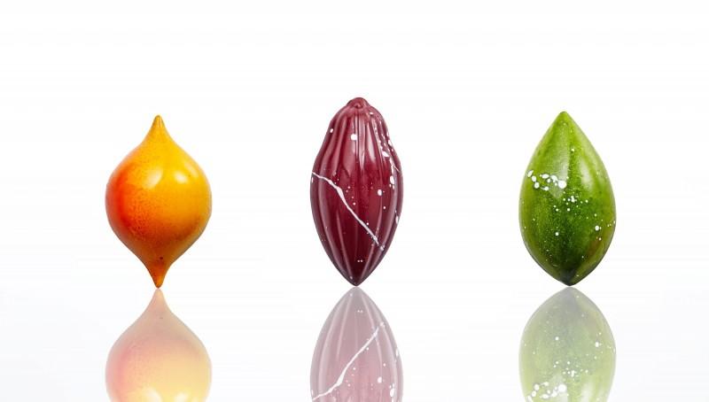 香格里拉台南遠東飯店點心房主廚許煜新、副主廚李妤茜與團隊合力創作三件巧克力作品在世界巧克力大賽亞太區賽奪下一金、一銀、一銅佳績。(圖:飯店提供)