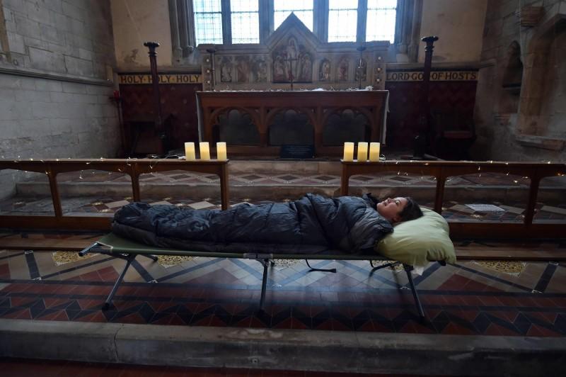 驚悚!英教堂開放露營、午夜墓園漫步  遊客:太有氣氛