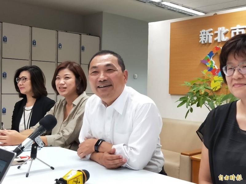 新北市長侯友宜明天起將率團出訪新加坡、泰國及越南等國家,預計24日返台。(記者賴筱桐攝)