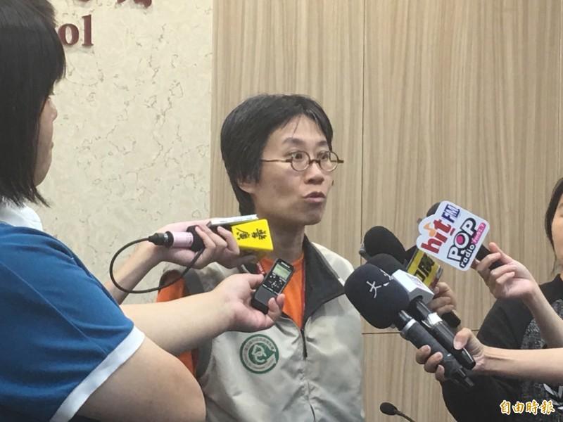 衛福部疾管署防疫醫師黃婉婷說明境外移入麻疹個案情形。(記者林惠琴攝)