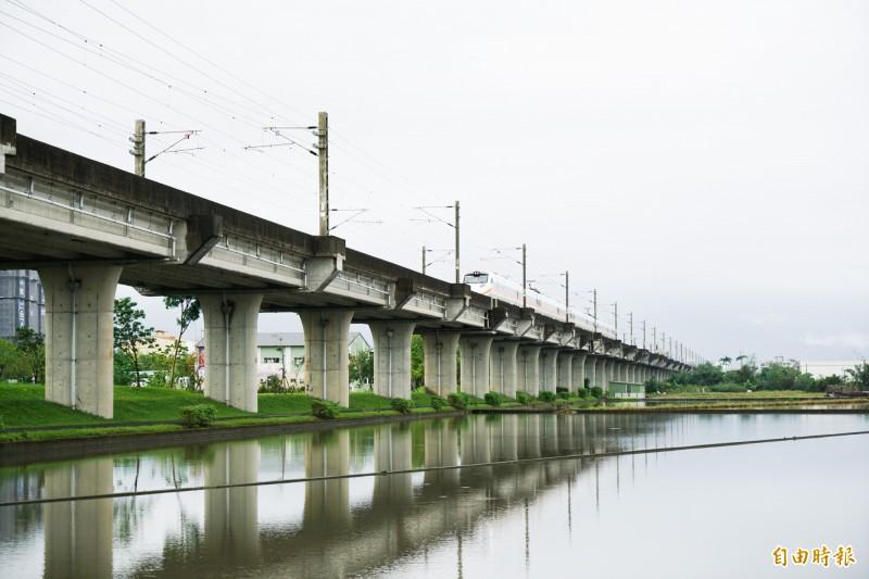 宜蘭鐵路高架化爭取多年,但交通部運輸研究所最新報告卻建議中央增加量化篩選門檻,地方憂心恐影響鐵路高架化進程。(記者張議晨攝)