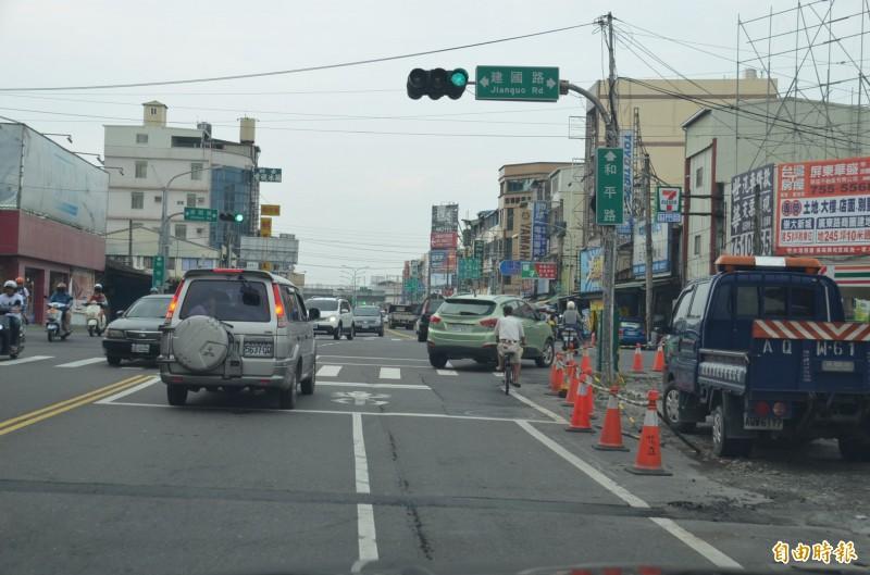 國小圍牆內縮 屏市車道不對稱路口「切割」改善