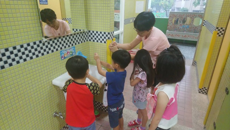 南市衛生局提醒家長注意家中孩子的手部清潔衛生工作。(記者王俊忠翻攝)