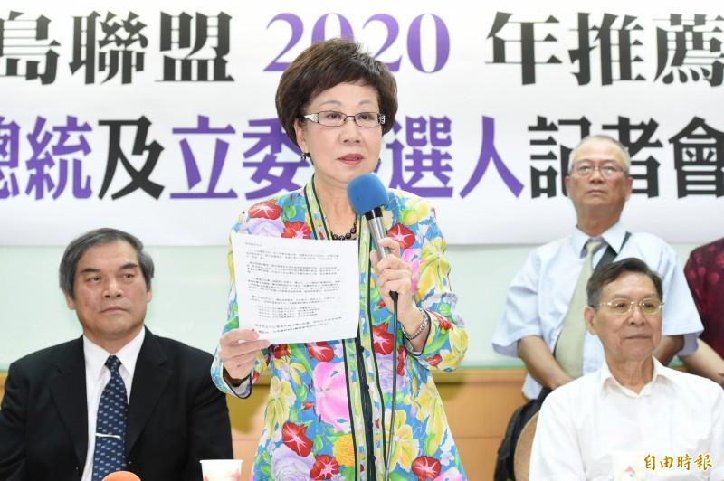呂秀蓮表示,過去跟前總統陳水扁一起打拚,今後將繼續與彭百顯打拚,希望建立和平中立喜樂島。(記者朱沛雄攝)