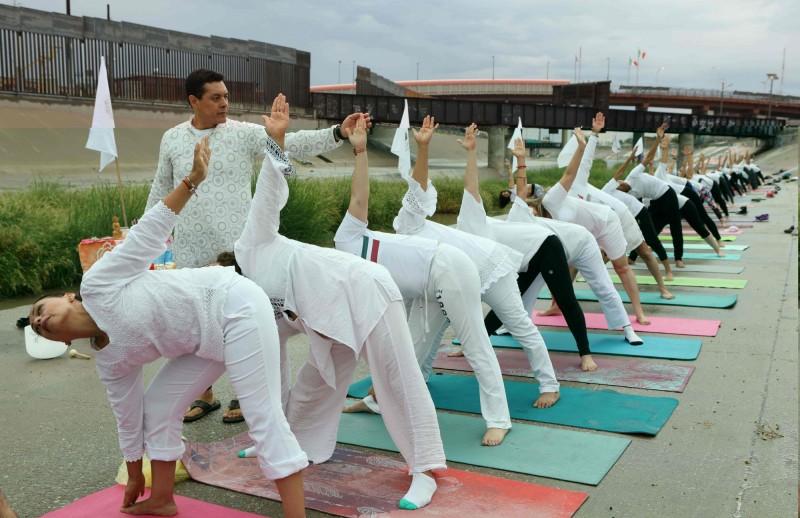 美墨邊境舉辦瑜珈課  宣揚和平、翻轉墨西哥形象