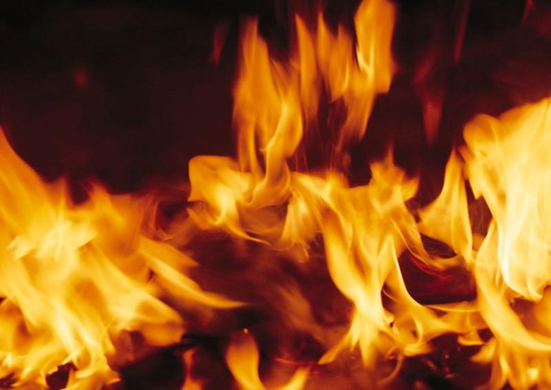 潑汽油點火燒死妻被鄰居目擊 家暴惡夫堅不認罪