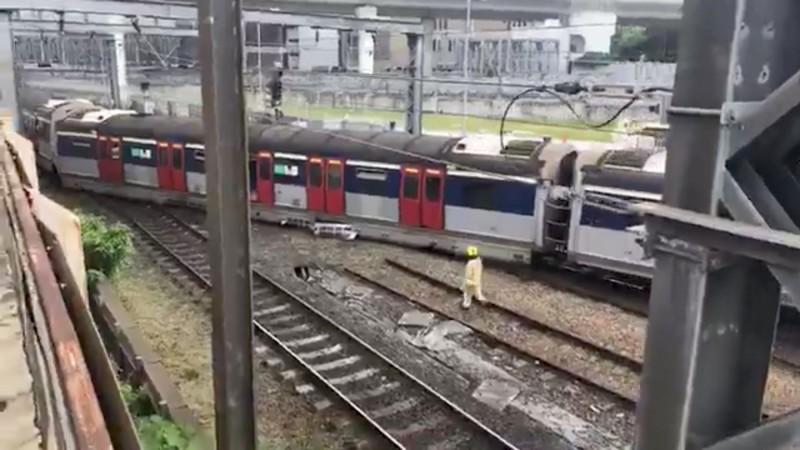 車廂橫躺軌道 港鐵今早發生出軌意外