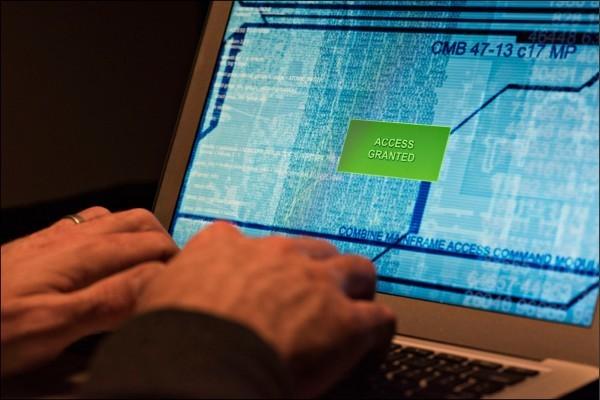 此為中國駭客竊取商業機密情境照,與本事件人物無關。(彭博資料照)