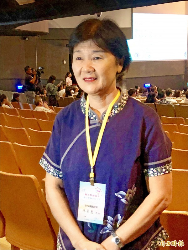 屏東縣崇文國小教師林美惠今年是屏縣唯一獲教育部師鐸獎的國中小老師。(記者羅欣貞攝)