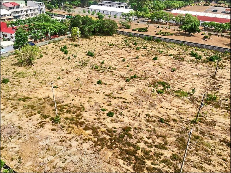 仁德二空新村A區都更開發基地,土地標售面積約1萬1869平方公尺。(記者洪瑞琴翻攝)