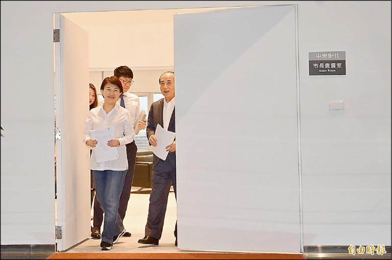 前立法院長王金平昨天下午拜會台中市長盧秀燕,在敏感時刻引人關注。(記者廖耀東攝)
