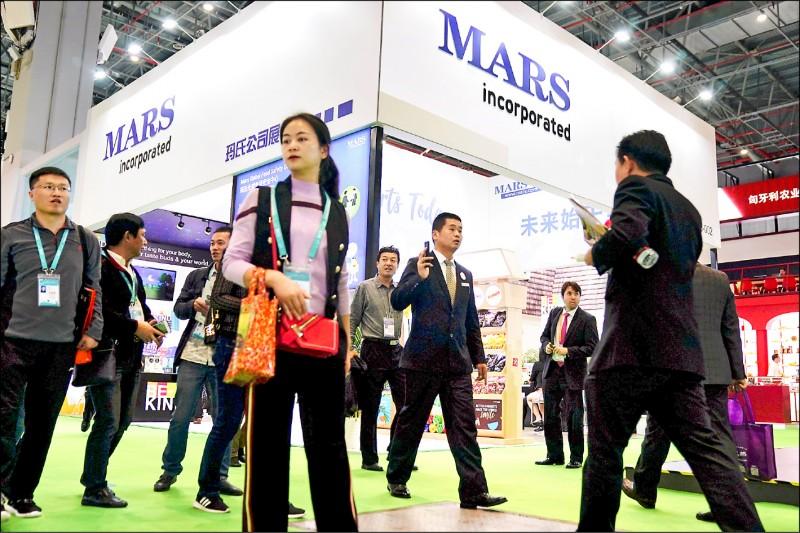 中國政府正加速推動「企業社會信用系統」,共涉及逾三千三百萬家企業。圖為去年十一月在中國上海國家會展中心舉行的「中國國際進口博覽會」(CIIE)會場。 (路透檔案照)