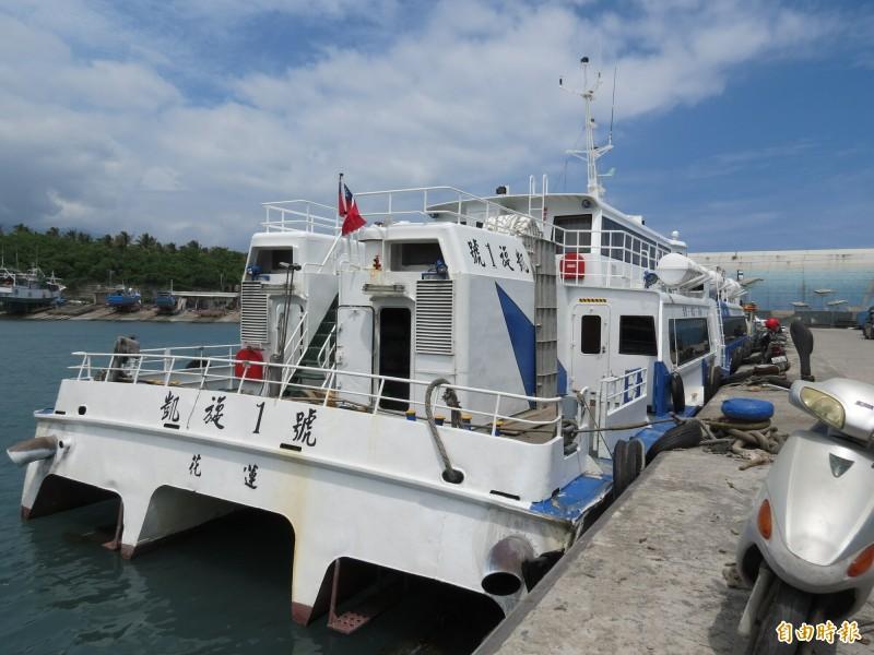 東北季風起,今日午後台東往返綠島船班取消。(記者陳賢義攝)