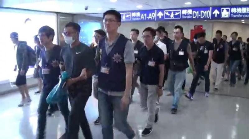 台泰警方合作在曼谷破獲專騙台灣人的機房,查獲13名台籍男女,本月將他們移送回台受審。(記者姚岳宏翻攝)