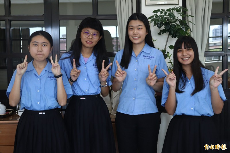 第18屆蘭陽青年文學獎得獎結果近期出爐,蘭陽女中共有13名學生獲得17個獎項。(記者林敬倫攝)