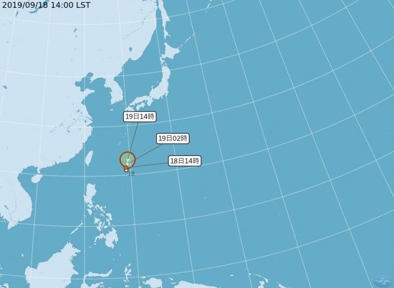 位於台灣東南方海面上的熱帶性低氣壓。(中央氣象局提供)