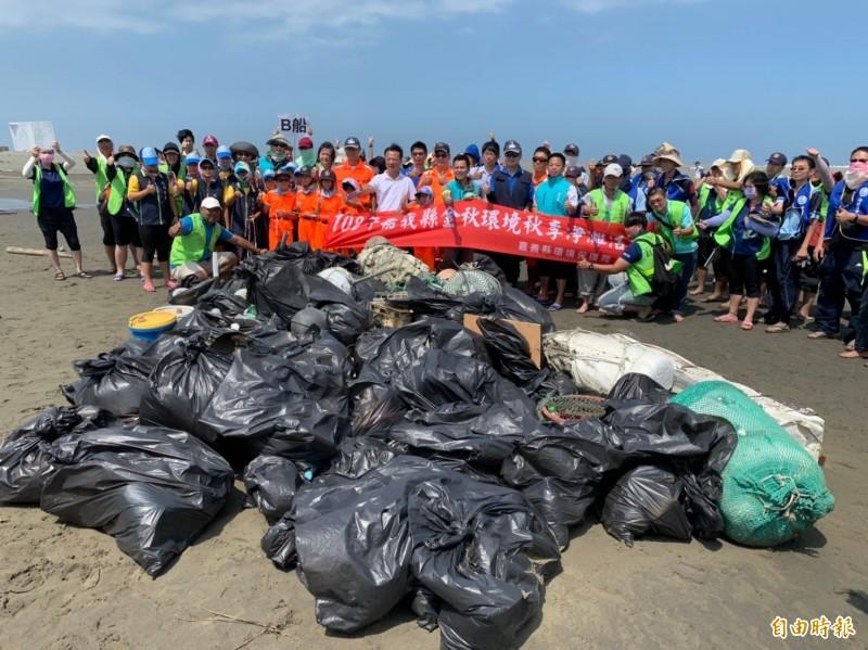 海巡小小兵淨灘 撿750公斤垃圾