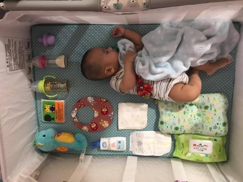 嬰兒版「開箱文」! 網友瞬間融化:寶寶好療癒