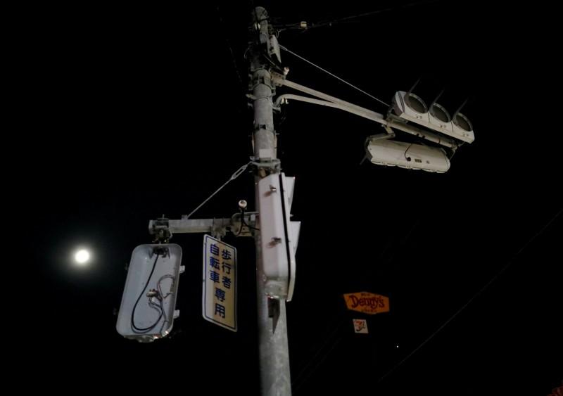 東京電力公司指出,希望能在27日前將千葉縣境內復電完成。圖為千葉縣木更津市停電狀況。(路透)