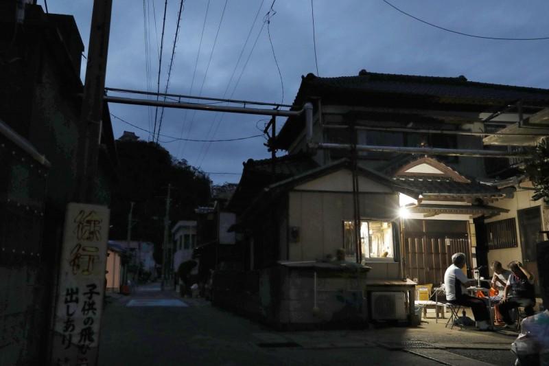 風災過後一週,千葉縣至今仍有4萬8900戶停電。圖為千葉縣鋸南町。(美聯社)
