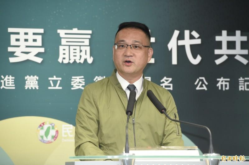 民進黨召開「台灣要贏,世代共贏」記者會,公布立委選舉徵召提名的人選。台北市第8選區由阮昭雄披掛上陣。(記者叢昌瑾攝)