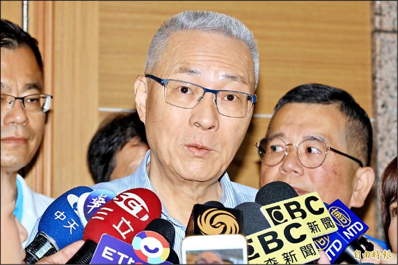 國民黨主席吳敦義昨被問到是否還要開鍘郭台銘時回應說:「不會啦!」「他(指郭)都宣布不選了,我還開鍘?我又不是精神有問題。」(記者塗建榮攝)