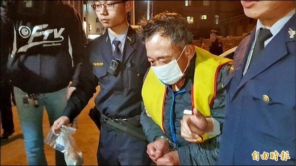 詹賢明(右二)因家暴殺人罪被判處15年有期徒刑。(資料照)