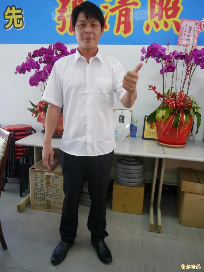 林佳新已在台中海線跑行程。(記者張軒哲攝)