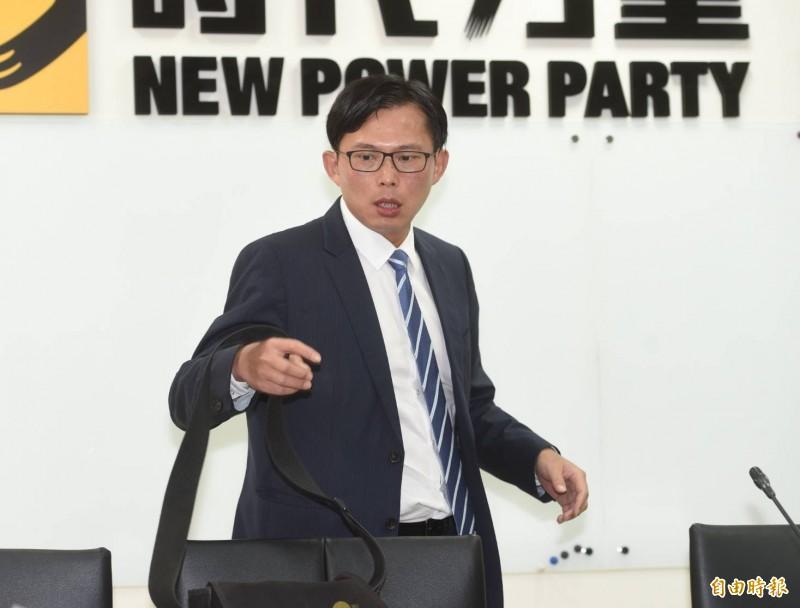 黃國昌重申,他對總統提名一事「毫無所悉」,並未參與黨務運作,黨中央內部要如何討論,尊重決策會討論。(記者方賓照攝)