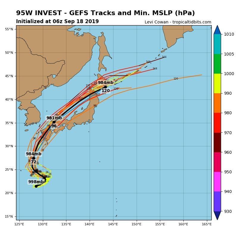 全球預報系統(GFS)模擬路徑圖顯示,「準颱風」塔巴強度可能在侵襲日本的同時增強。(圖擷取自tropicaltidbits)