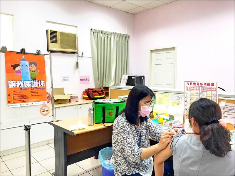 中秋過後,早晚氣溫驟降,許多民眾都很關切今年流感疫苗開打日期。(彰化縣政府提供)