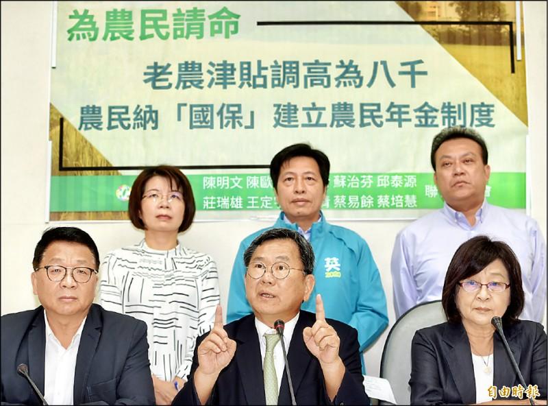 立委促漲老農津貼 政院:明年調至7550元