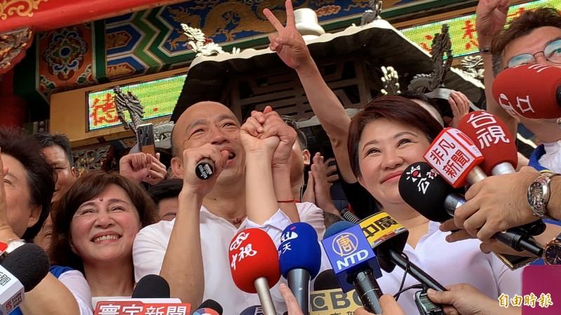 韓國瑜上週六在紫微宮與盧秀燕合體拜廟造勢。(記者蔡淑媛攝)