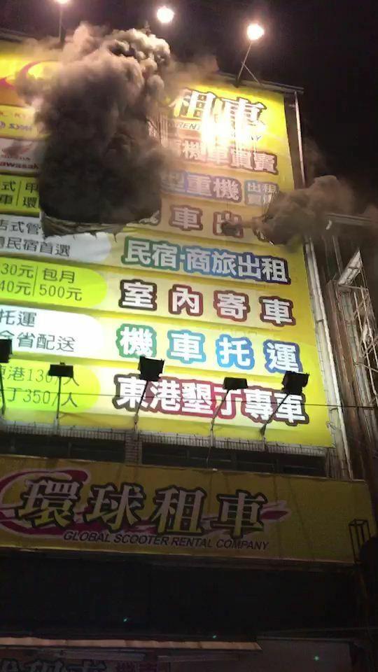 台鐵高雄站前機車出租店火警 約50車燒毀 幸無人受傷