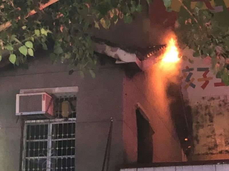 中市下午起風突傳民宅火警 16輛消防車到場施救